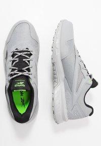 Reebok - RIDGERIDER 5 GTX - Běžecké boty do terénu - grey/black - 1