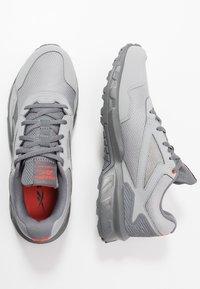 Reebok - RIDGERIDER 5.0 - Zapatillas de trail running - grey/vivid orange - 1