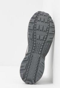 Reebok - RIDGERIDER 5.0 - Zapatillas de trail running - grey/vivid orange - 4