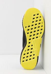 Reebok - FLASHFILM TRAIN - Obuwie treningowe - black/white/hero yellow - 4