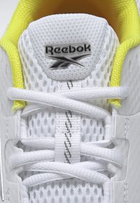 Reebok - ENDLESS ROAD 2.0 - Chaussures de running stables - white - 6