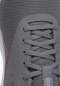 Reebok - REEBOK ASTRORIDE ESSENTIAL 2.0 SHOES - Chaussures de running neutres - grey - 8