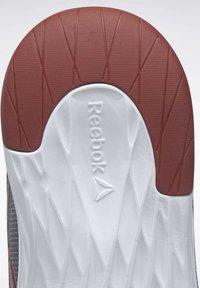 Reebok - REEBOK ASTRORIDE ESSENTIAL 2.0 SHOES - Chaussures de running neutres - grey - 6