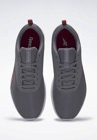Reebok - REEBOK ASTRORIDE ESSENTIAL 2.0 SHOES - Chaussures de running neutres - grey - 1