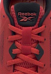 Reebok - RUNNER 4.0 SHOES - Obuwie do biegania treningowe - radiant red - 8