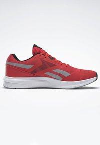 Reebok - RUNNER 4.0 SHOES - Obuwie do biegania treningowe - radiant red - 7