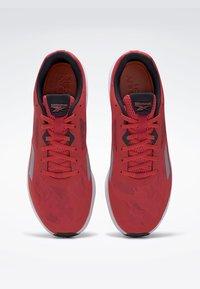 Reebok - RUNNER 4.0 SHOES - Chaussures de running neutres - radiant red - 2