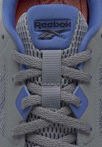 Reebok - REEBOK RUNNER 4.0 SHOES - Obuwie do biegania treningowe - gray - 7
