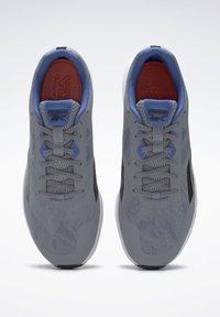 Reebok - REEBOK RUNNER 4.0 SHOES - Obuwie do biegania treningowe - gray - 5