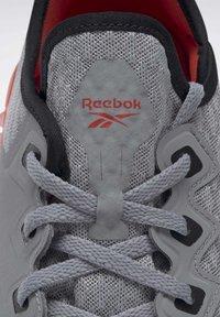 Reebok - REEBOK FLASHFILM 2.0 SHOES - Sneakersy niskie - grey - 7