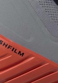 Reebok - REEBOK FLASHFILM 2.0 SHOES - Sneakersy niskie - grey - 9