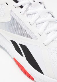 Reebok - FLEXAGON FORCE 2.0 - Chaussures d'entraînement et de fitness - white/black/red - 5