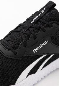 Reebok - FLEXAGON ENERGY TR 2 - Chaussures d'entraînement et de fitness - black/white - 5