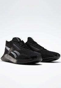 Reebok - REEBOK ENERGYLUX 2.0 SHOES - Neutral running shoes - black - 3