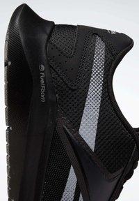 Reebok - REEBOK ENERGYLUX 2.0 SHOES - Neutral running shoes - black - 9
