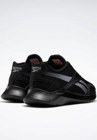 Reebok - REEBOK ENERGYLUX 2.0 SHOES - Neutral running shoes - black - 4