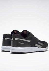 Reebok - REEBOK RUNNER 4.0 SHOES - Obuwie do biegania Stabilność - black - 3