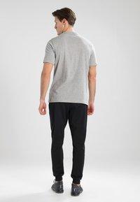 Reebok - TRAINING ESSENTIALS LINEAR LOGO - Sports shirt - medium grey heather - 2