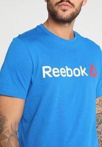 Reebok - TRAINING ESSENTIALS LINEAR LOGO - Sports shirt - blue - 4