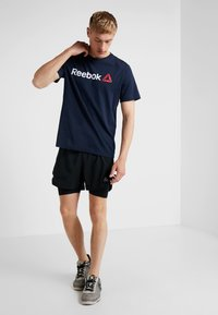 Reebok - TRAINING ESSENTIALS LINEAR LOGO - T-shirt sportiva - blue - 1