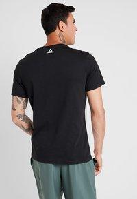 Reebok - TRAINING ESSENTIALS LINEAR LOGO - Camiseta de deporte - black - 2