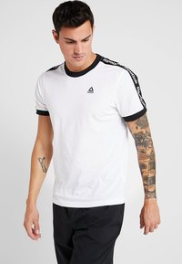 Reebok - GRAPHIC TEE - Print T-shirt - white - 0