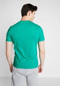 Reebok - FUNKY FLAMINGO CROSSFIT GRAPHIC TEE - T-shirt de sport - emerald - 2