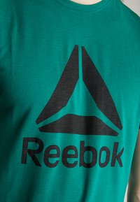Reebok - WORKOUT READY - Koszulka sportowa - green - 5
