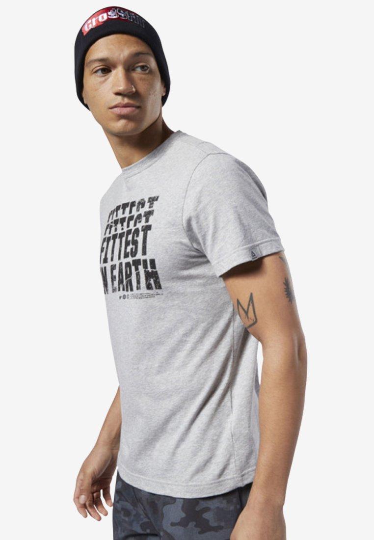 Reebok - REEBOK FITTEST ON EARTH TEE - T-shirt imprimé - grey