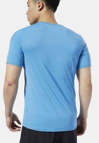 Reebok - ONE SERIES RUNNING ACTIVCHILL TEE - T-shirt con stampa - blue - 2