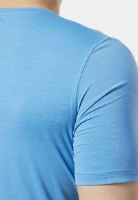 Reebok - ONE SERIES RUNNING ACTIVCHILL TEE - T-shirt con stampa - blue - 5