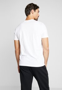 Reebok - ELEMENTS SPORT SHORT SLEEVE GRAPHIC TEE - T-shirt print - white - 2