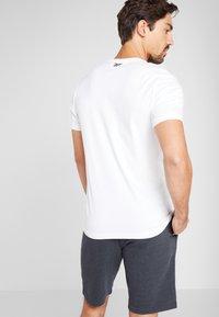 Reebok - ELEMENTS SPORT SHORT SLEEVE GRAPHIC TEE - T-shirt print - white - 2