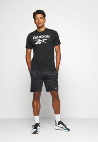 Reebok - STACKED TEE - T-shirt print - black - 1