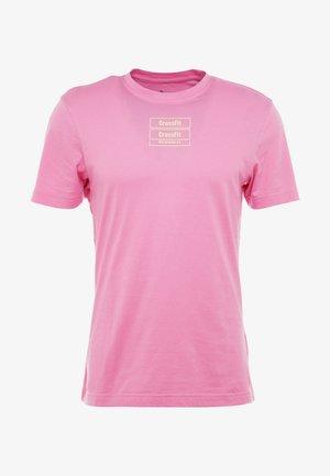 SPORT SHORT SLEEVE GRAPHIC TEE - Camiseta estampada - pink