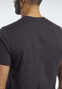 Reebok - TRAINING ESSENTIALS TEE - T-shirt basic - black - 4
