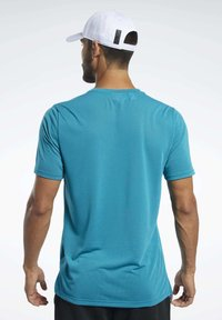 Reebok - WORKOUT READY SUPREMIUM GRAPHIC TEE - Print T-shirt - seaport teal - 2