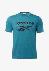 Reebok - WORKOUT READY SUPREMIUM GRAPHIC TEE - Print T-shirt - seaport teal - 6