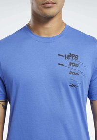 Reebok - GRAPHIC TEE - Print T-shirt - blue - 3