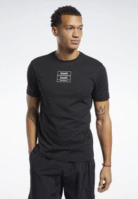 Reebok - REEBOK CROSSFITMESS YOU UP TEE - T-shirt z nadrukiem - black - 0