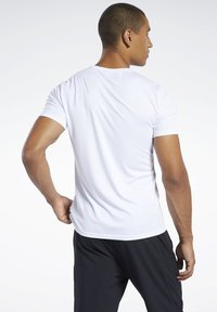 Reebok - WORKOUT READY TEE - Print T-shirt - white - 2