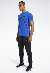 Reebok - WORKOUT READY TEE - T-shirt imprimé - humble blue - 1