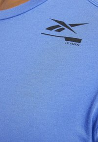 Reebok - SPEEDWICK MOVE TEE - Print T-shirt - blue - 4