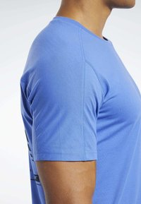 Reebok - SPEEDWICK MOVE TEE - Print T-shirt - blue - 3
