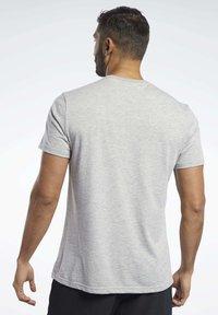 Reebok - TRAINING ESSENTIALS CLASSIC TEE - Basic T-shirt - grey - 2