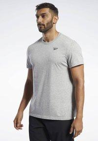 Reebok - TRAINING ESSENTIALS CLASSIC TEE - Basic T-shirt - grey - 0