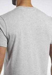 Reebok - TRAINING ESSENTIALS CLASSIC TEE - Basic T-shirt - grey - 4