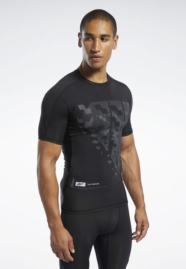 COMPRESSION TEE - T-shirt z nadrukiem - black