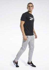 Reebok - WORKOUT READY TEE - T-Shirt print - black - 1