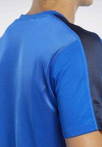 Reebok - WORKOUT READY TECH TEE - Print T-shirt - blue - 3